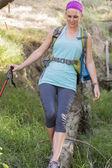 Jeune femme de randonnée — Photo