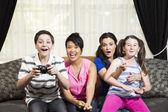 Liitle chłopiec grając w gry wideo — Zdjęcie stockowe