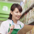 Sales Clerk Checking Groceries in Supermarket — Stock Photo