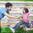 Father Pushing Daughter in Shopping Cart — Foto de Stock