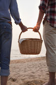 Couple Holding Picnic Basket — Stock Photo