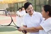 母と娘のテニス — ストック写真