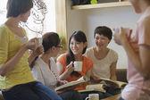 Five friends sitting in coffee shop — Fotografia Stock