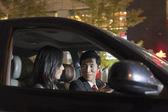 Obchodní lidé mluví v autě — Stock fotografie