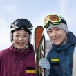 Smiling Couple in Ski Resort — Zdjęcie stockowe