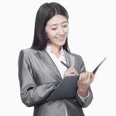 επιχειρηματίας λήψη σημειώσεων στο το τετράδιό — Φωτογραφία Αρχείου