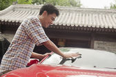 Man Cleaning His Car — Stock Photo