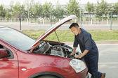 Mechanic Fixing Car by Roadside — Stock Photo