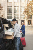 Students moving into dormitory on college campus — Stock Photo