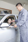 Mechanic Handing Keys to Businesswoman — Stock Photo