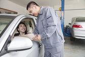 Mechanic Explaining to Businesswoman — Stock Photo