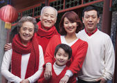 Family in Traditional Chinese Courtyard — Stock Photo
