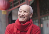 Senior Man in Traditional Chinese Courtyard — Stock Photo
