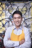 Mechanic in bicycle store — Stock Photo