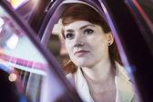 Empresária serena, abrindo a porta do carro — Fotografia Stock
