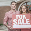 Couple holding a For Sale sign — Foto Stock