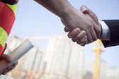 Architect and building contractor shaking hands — Stock Photo