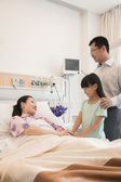 Family visiting the mother in the hospital — Stock Photo