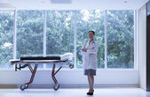 Doctor standing next to a stretcher — Stock Photo