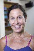 Frau in einem yoga-studio — Stockfoto