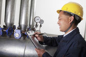 Worker checking the oil pipeline equipment — Stock Photo