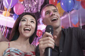 Friends singing at karaoke — Stock Photo