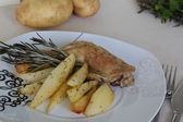 Backed potatoes and chicken with rosemary — Stock Photo