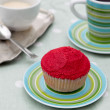 Red cupcake with coffee and cream — 图库照片