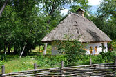 Old traditional Ukrainian house hata made from wood and straw — Stock Photo