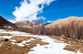 Kazbegi-Gergeti village in winter, the road to the Kazbek mountain — Stock Photo