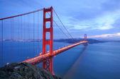 Golden Gate Bridge glows in the evening — Stock Photo