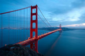 Golden Gate Bridge and an old ruin — Stock Photo