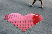 Heart on sidewalk — 图库照片
