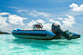 Boat in tropical sea — Stock Photo