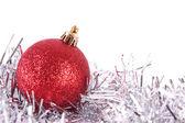 見掛け倒しと赤いクリスマス ボール — ストック写真