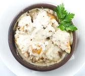 Spezzatino di pollo in salsa cremosa ai funghi — Foto Stock