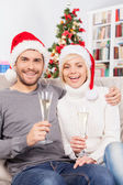 Ouple holding champagne flutes and smiling — Стоковое фото