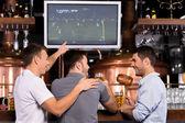 Sledovat fotbalový zápas — Stock fotografie