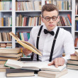 Foto Stock: Min shirt and bow tie reading books