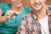 Key of their brand new house. — Stock Photo