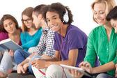 Grupp multietniska studenter — Stockfoto