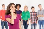 Alegre joven hablando por el teléfono móvil — Foto de Stock