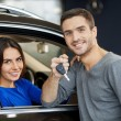 Handsome men standing near the car while his girlfriend sitting at the front seat — Stock Photo