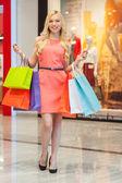 Happy woman shopping. — Zdjęcie stockowe