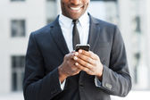 African man in formal wear holding mobile phone — Stock fotografie