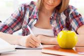 Adolescente estudando — Fotografia Stock
