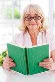 Senior woman reading a book — Stock Photo