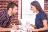 Angry man and woman shouting at each other — Stock Photo