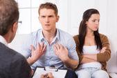 Man talking to psychiatrist — Stock Photo