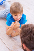 Father and son competing in arm wrestling — Stock Photo